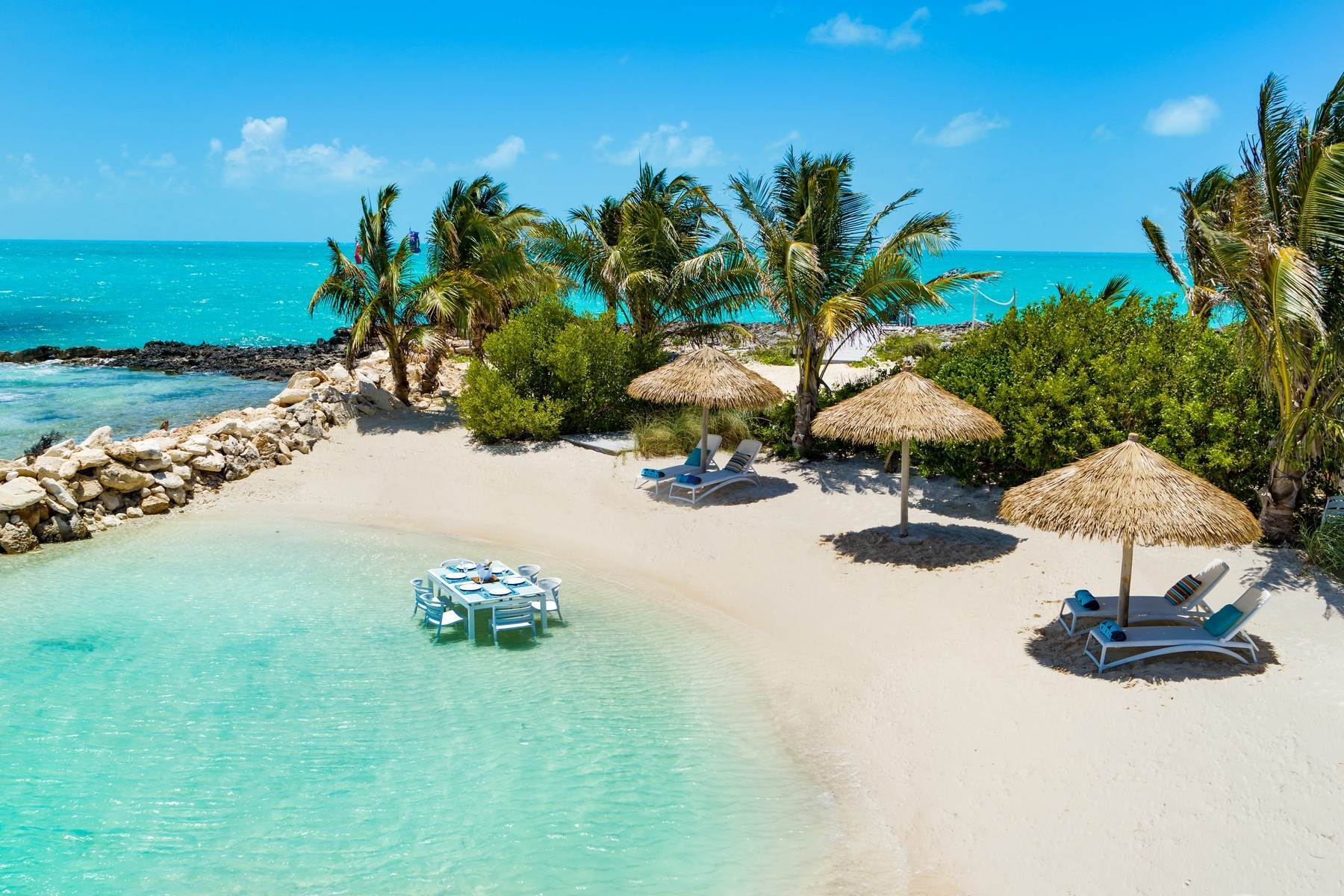 33. Single Family Homes for Sale at Tip Of The Tail Villa Turtle Tail, Providenciales Turks And Caicos Islands