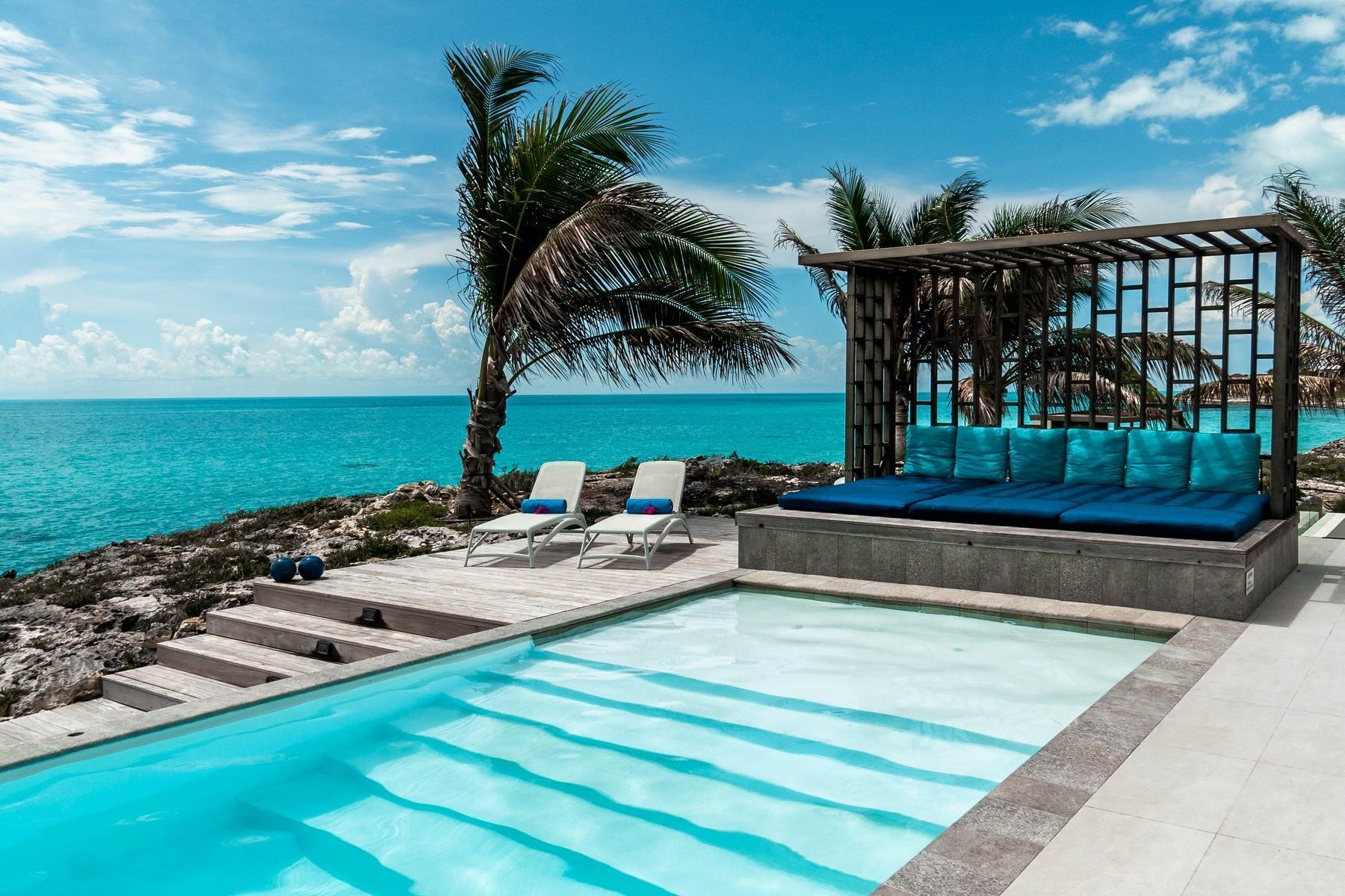 5. Single Family Homes for Sale at Tip Of The Tail Villa Turtle Tail, Providenciales Turks And Caicos Islands