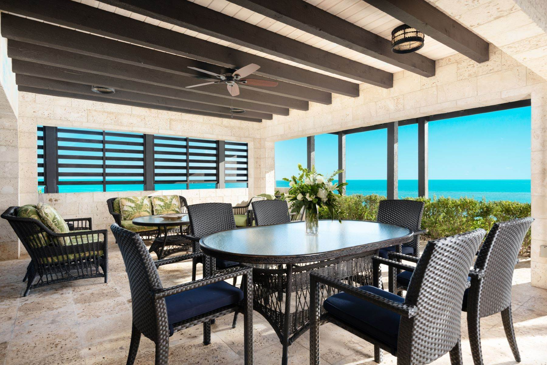 8. Single Family Homes pour l Vente à Villa Sea Cliff Sapodilla Bay, Providenciales Îles Turques-et-Caïques