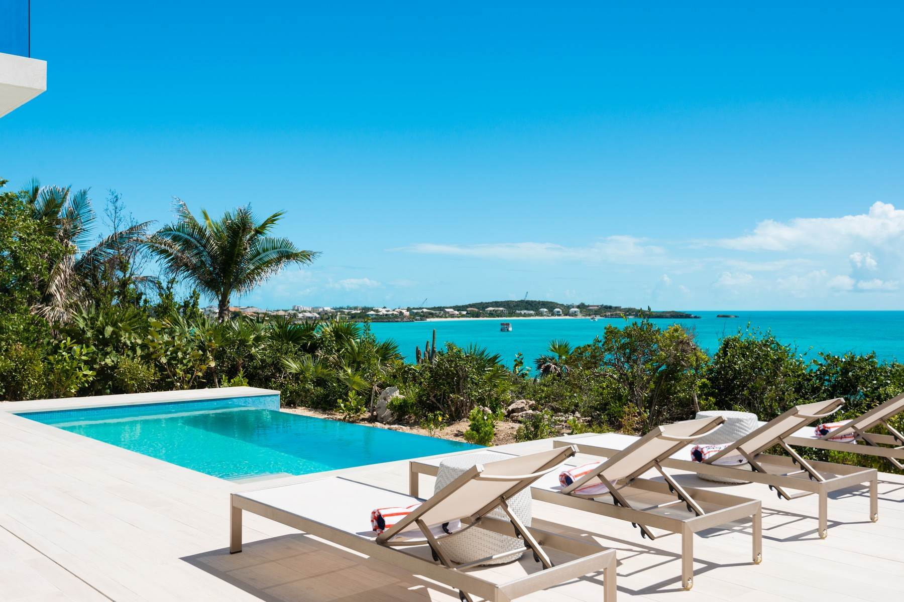 31. Single Family Homes for Sale at SOL Y LUNA Sapodilla Bay, Providenciales Turks And Caicos Islands