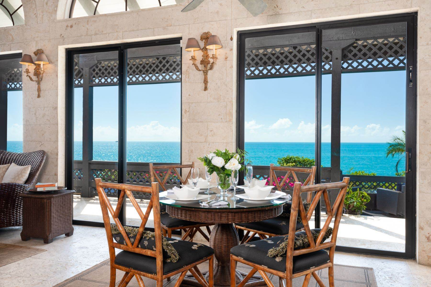 3. Single Family Homes pour l Vente à Villa Sea Cliff Sapodilla Bay, Providenciales Îles Turques-et-Caïques
