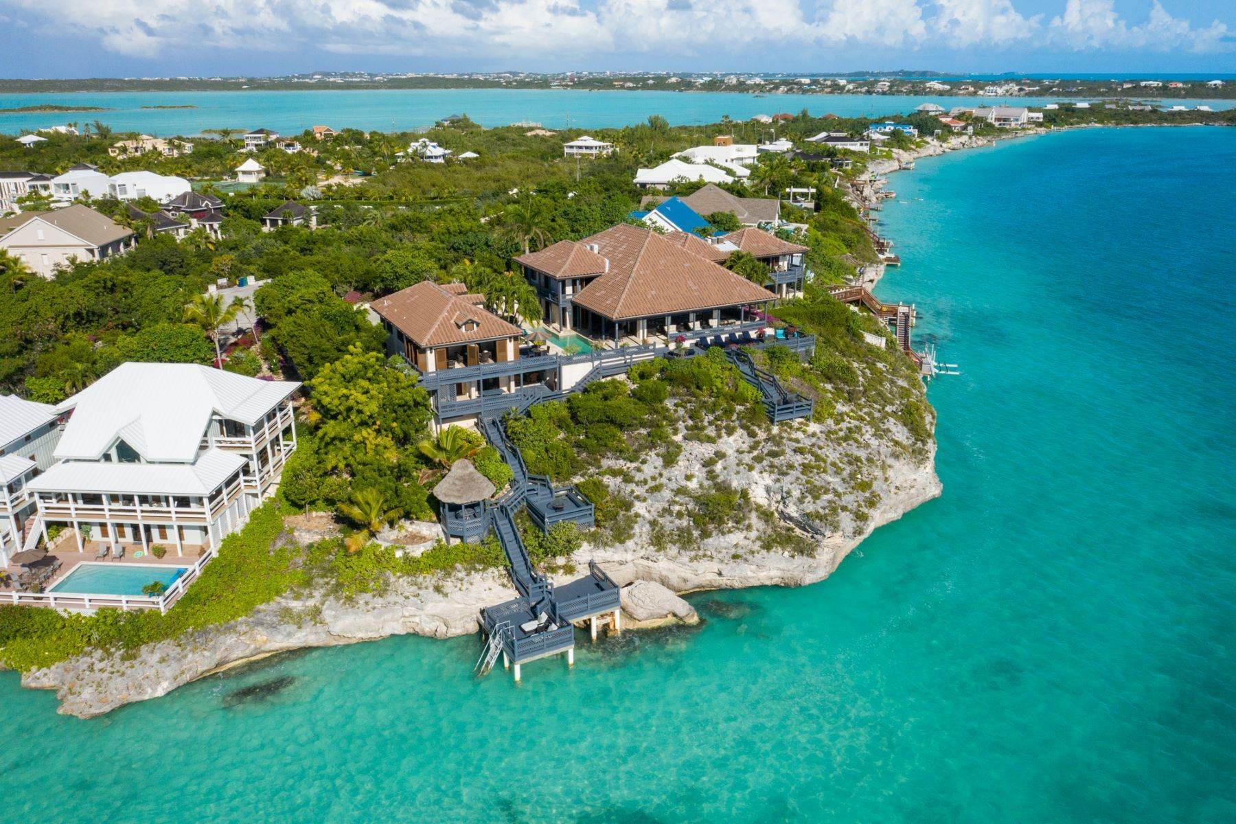 39. Single Family Homes pour l Vente à Villa Sea Cliff Sapodilla Bay, Providenciales Îles Turques-et-Caïques