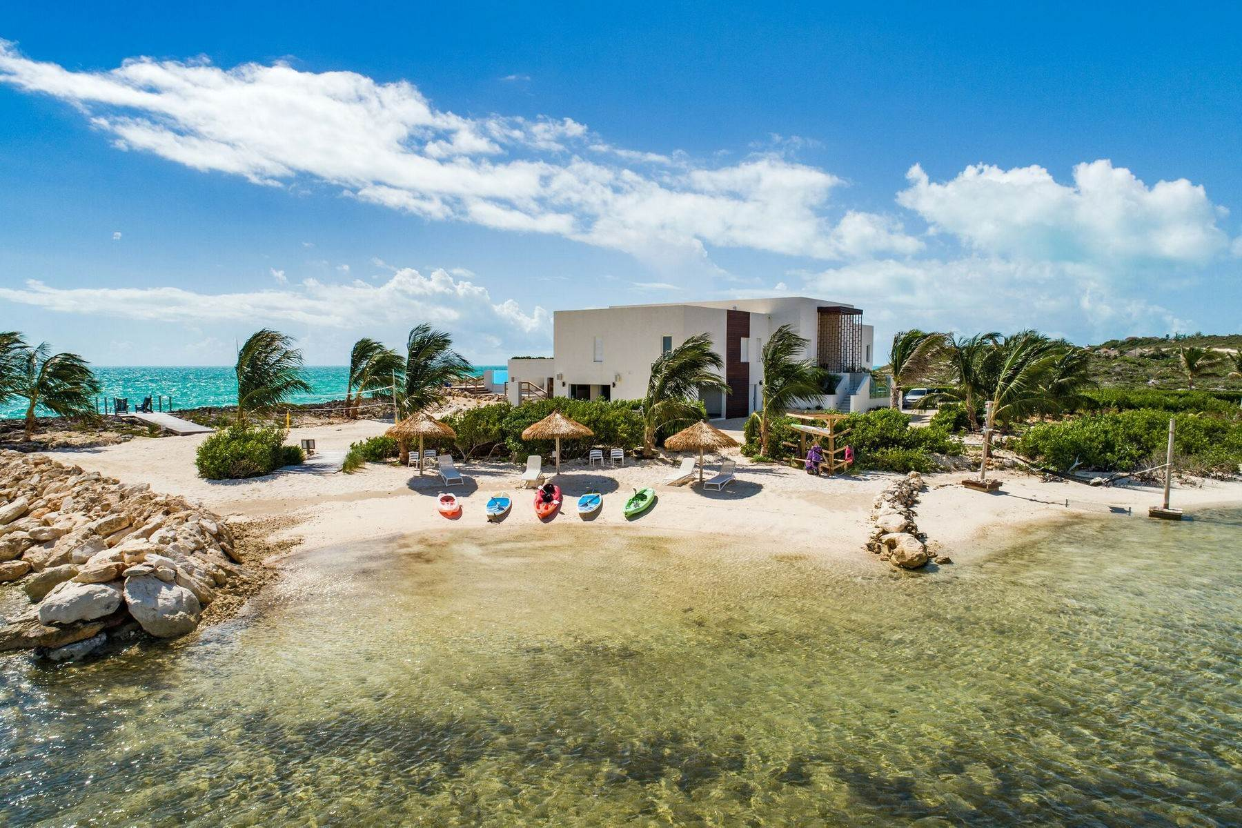 28. Single Family Homes for Sale at Tip Of The Tail Villa Turtle Tail, Providenciales Turks And Caicos Islands