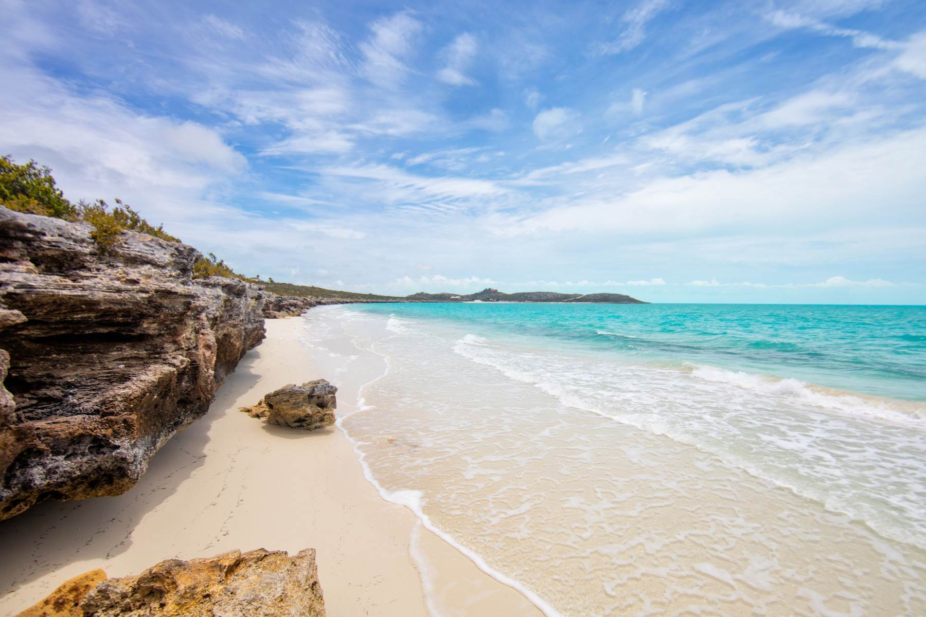 13. Single Family Homes pour l Vente à The Strand Turks & Caicos - Luxury Residence R-2 The Strand, Cooper Jack, Providenciales Îles Turques-et-Caïques