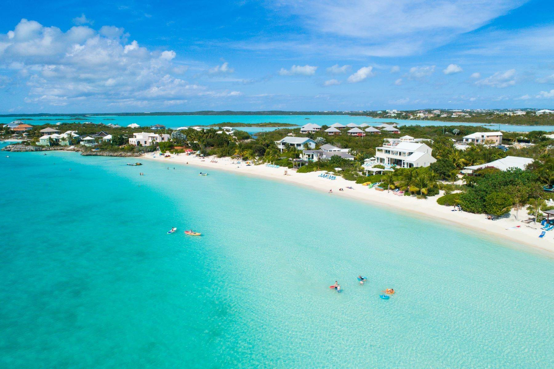 20. Single Family Homes for Sale at Sapodilla Bay, Providenciales Turks And Caicos Islands