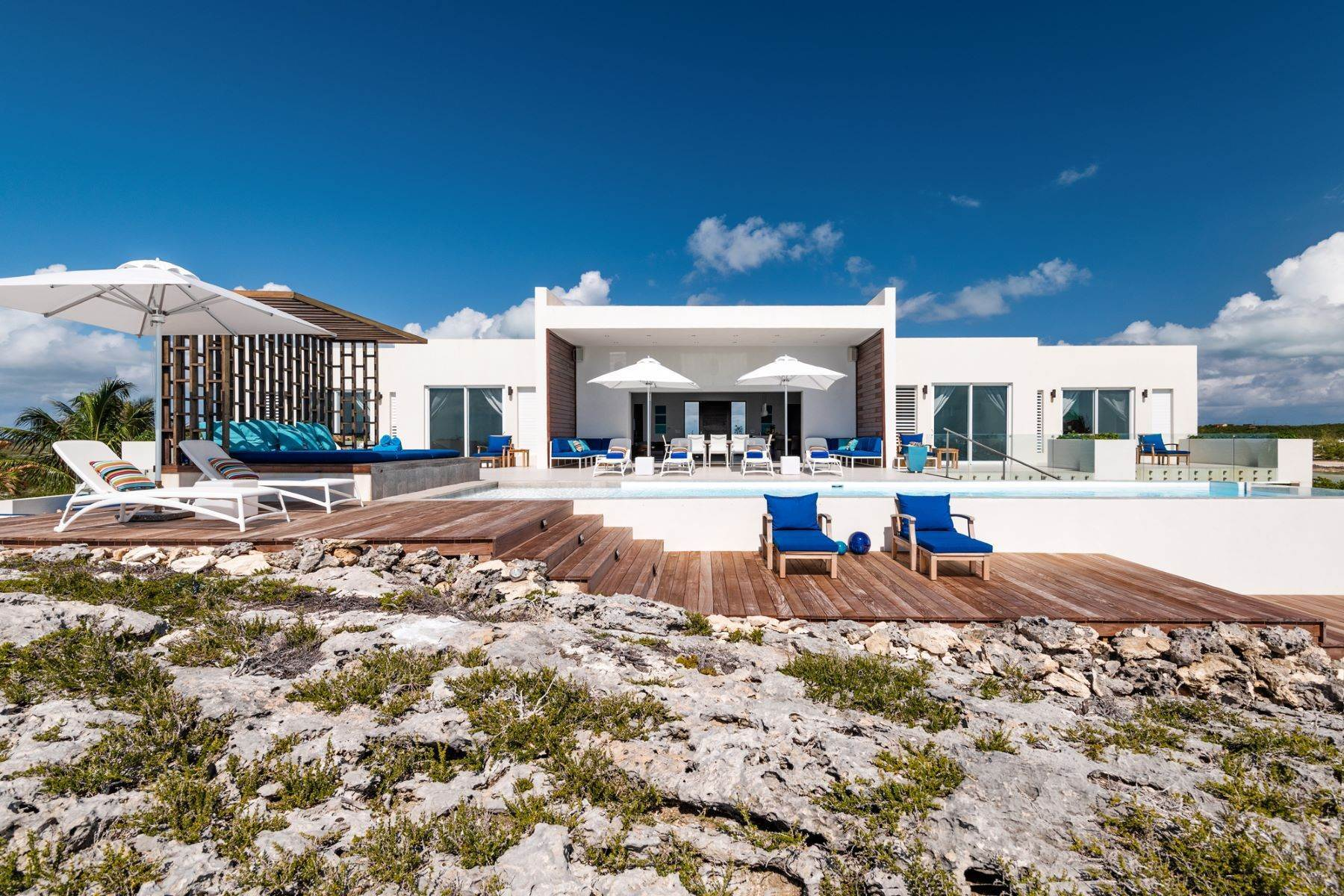 20. Single Family Homes for Sale at Tip Of The Tail Villa Turtle Tail, Providenciales Turks And Caicos Islands