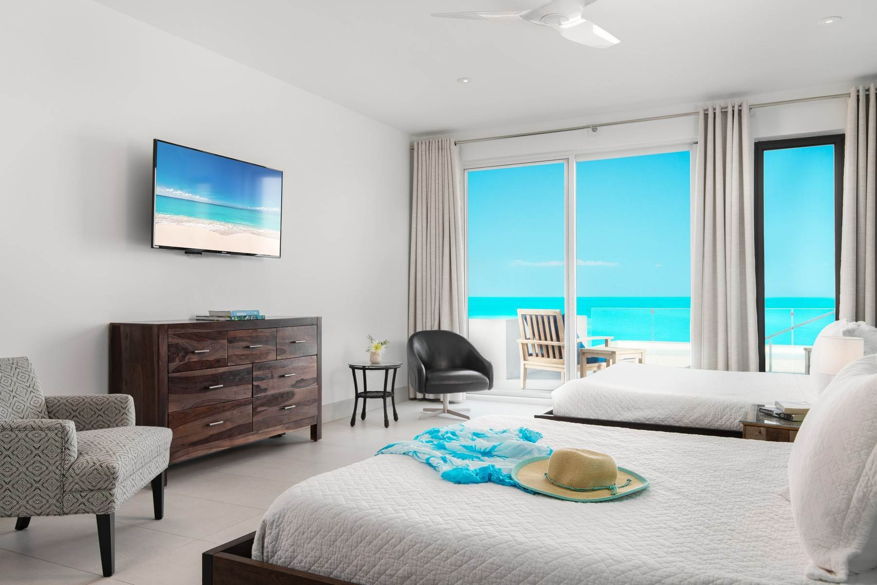 17. Single Family Homes for Sale at Tip Of The Tail Villa Turtle Tail, Providenciales Turks And Caicos Islands