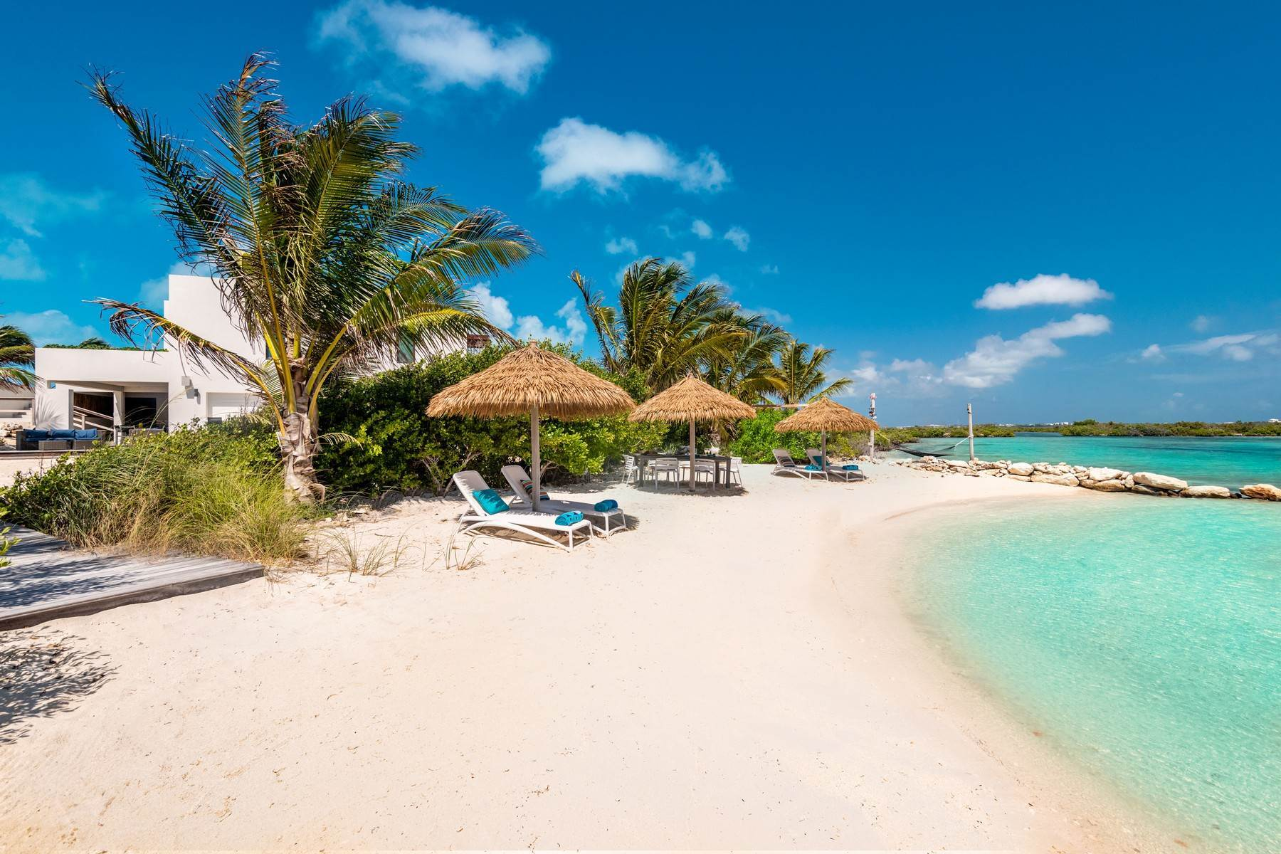 21. Single Family Homes for Sale at Tip Of The Tail Villa Turtle Tail, Providenciales Turks And Caicos Islands