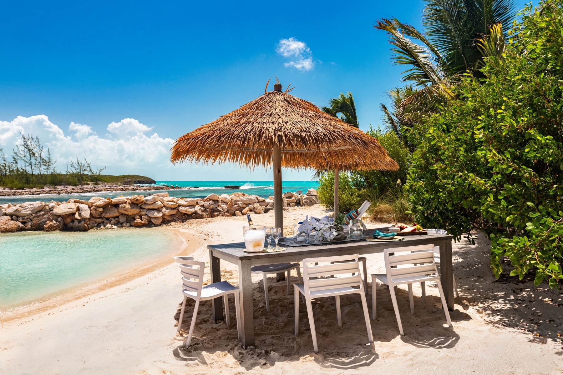 31. Single Family Homes for Sale at Tip Of The Tail Villa Turtle Tail, Providenciales Turks And Caicos Islands
