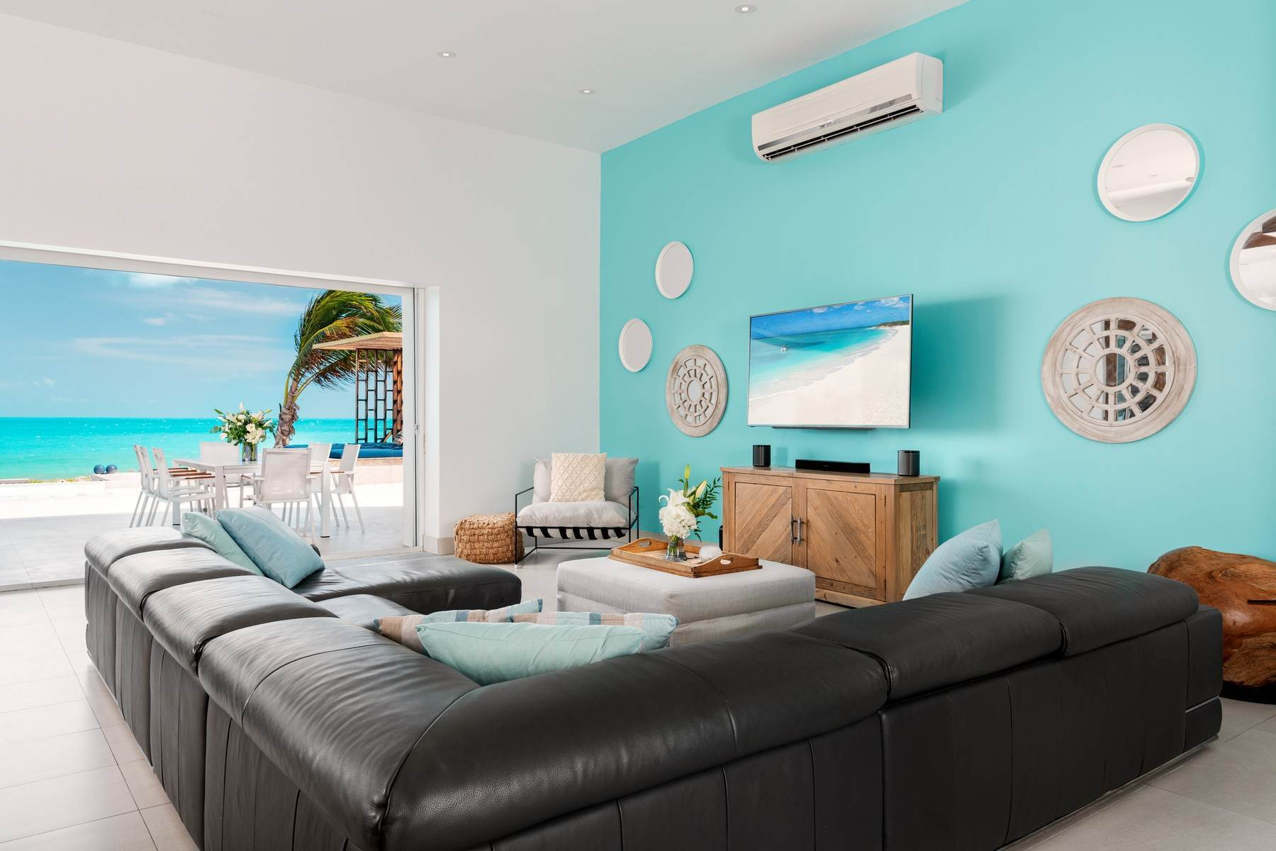 8. Single Family Homes for Sale at Tip Of The Tail Villa Turtle Tail, Providenciales Turks And Caicos Islands
