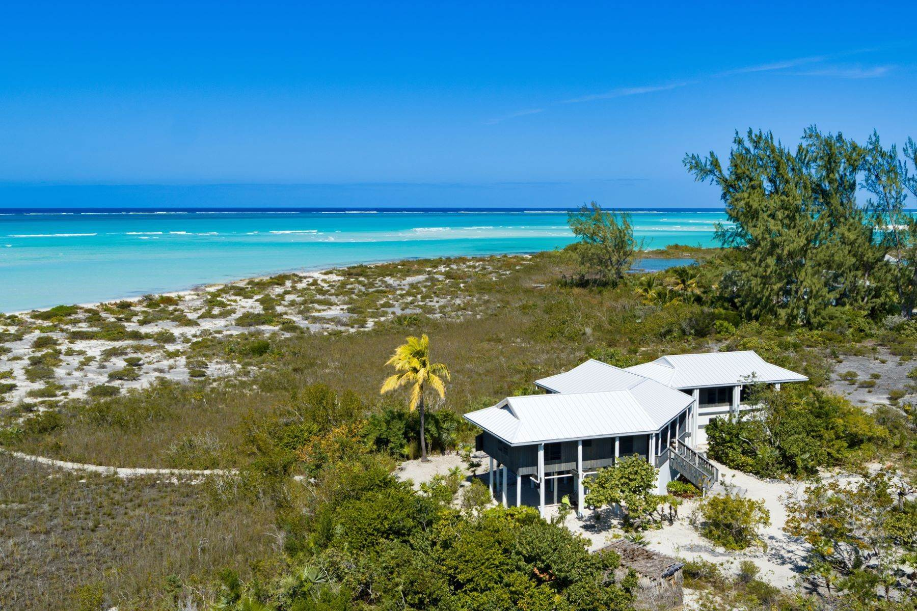 15. Single Family Homes for Sale at LEMONGRASS Pine Cay, Pine Cay Turks And Caicos Islands
