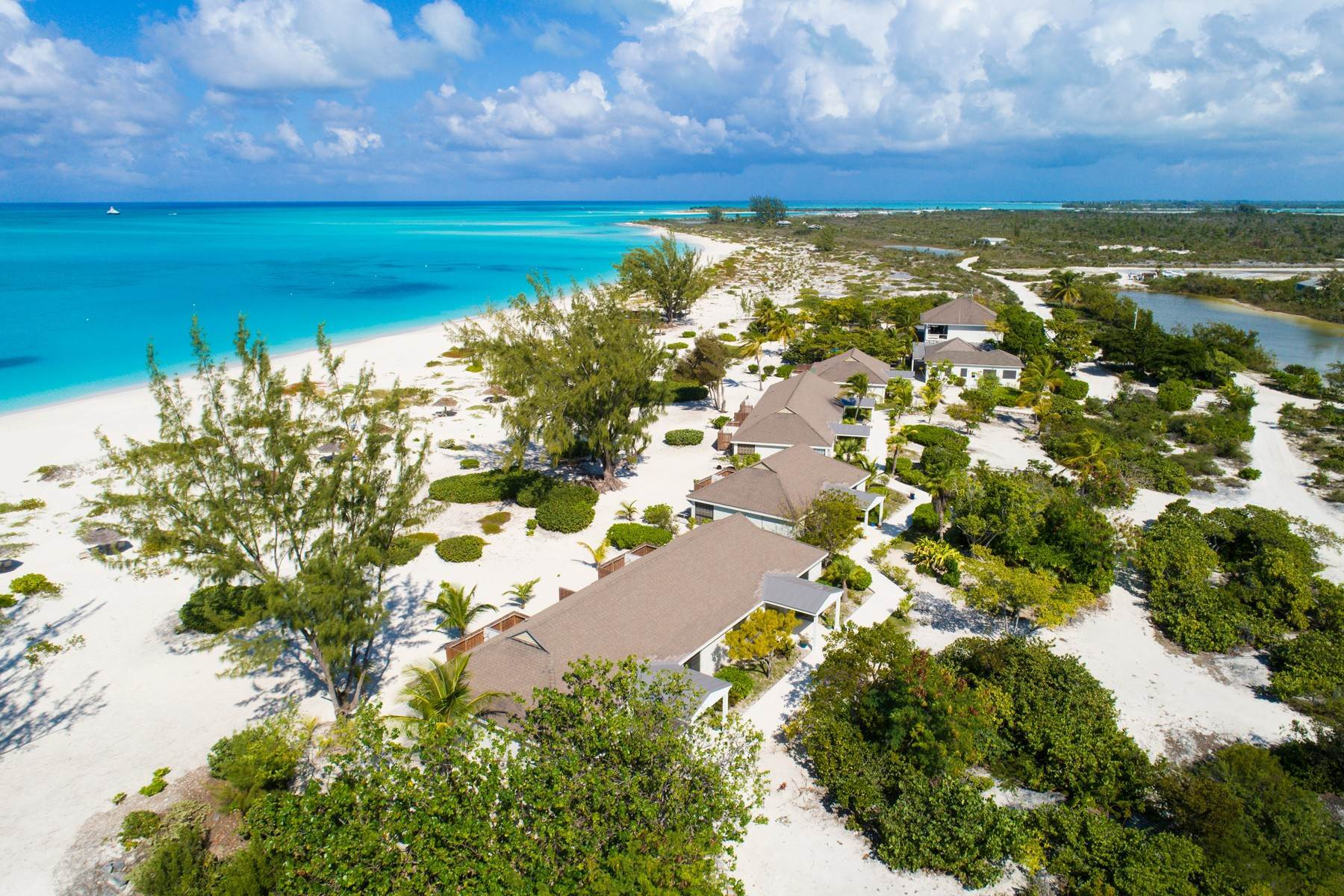 26. Single Family Homes for Sale at LEMONGRASS Pine Cay, Pine Cay Turks And Caicos Islands