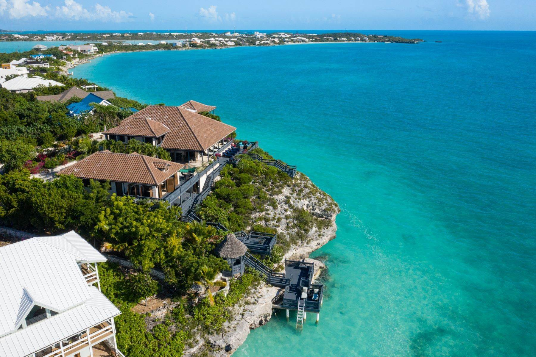 36. Single Family Homes pour l Vente à Villa Sea Cliff Sapodilla Bay, Providenciales Îles Turques-et-Caïques