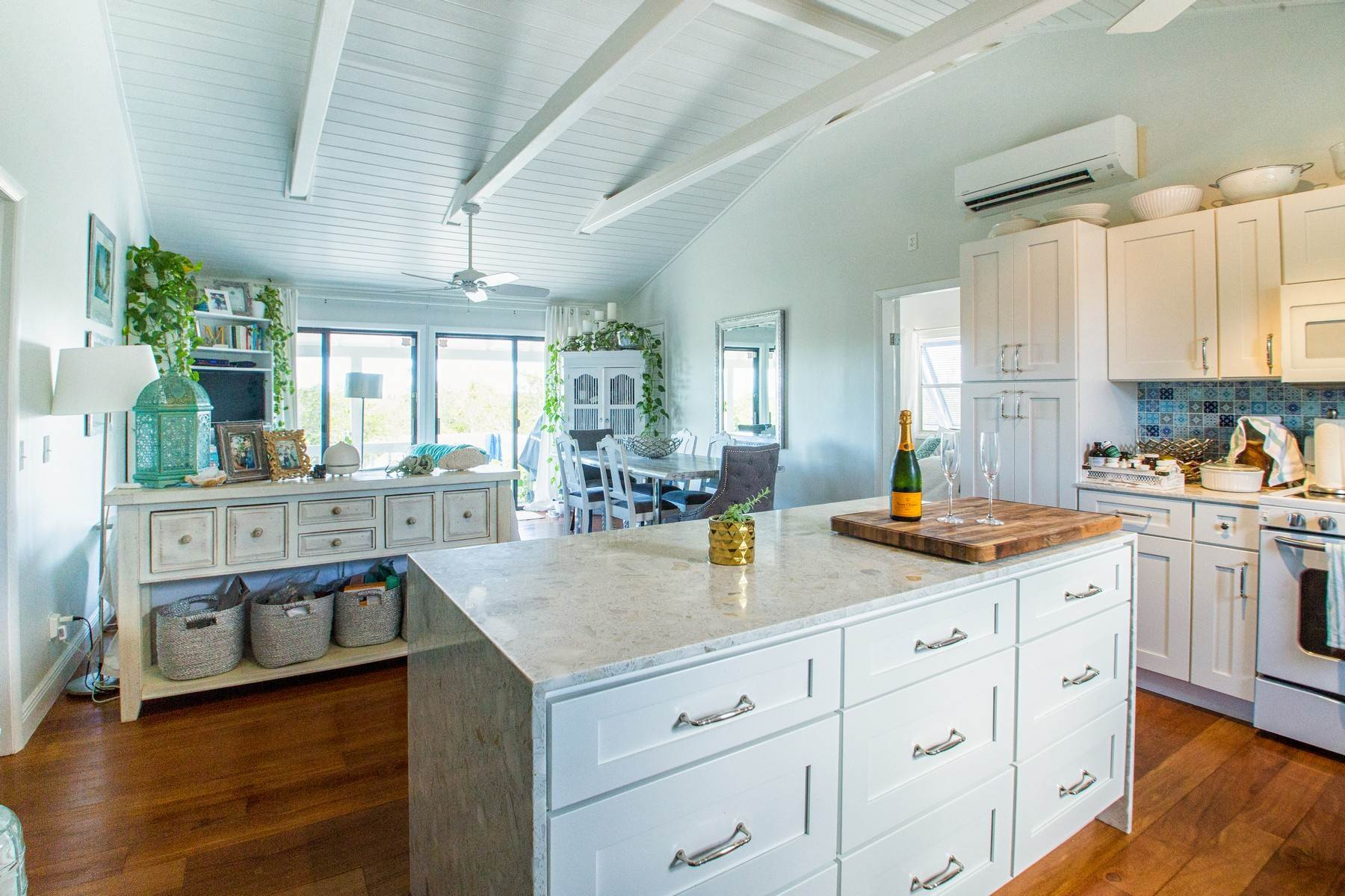 7. Single Family Homes for Sale at House on Crawfish Drive Discovery Bay, Providenciales Turks And Caicos Islands