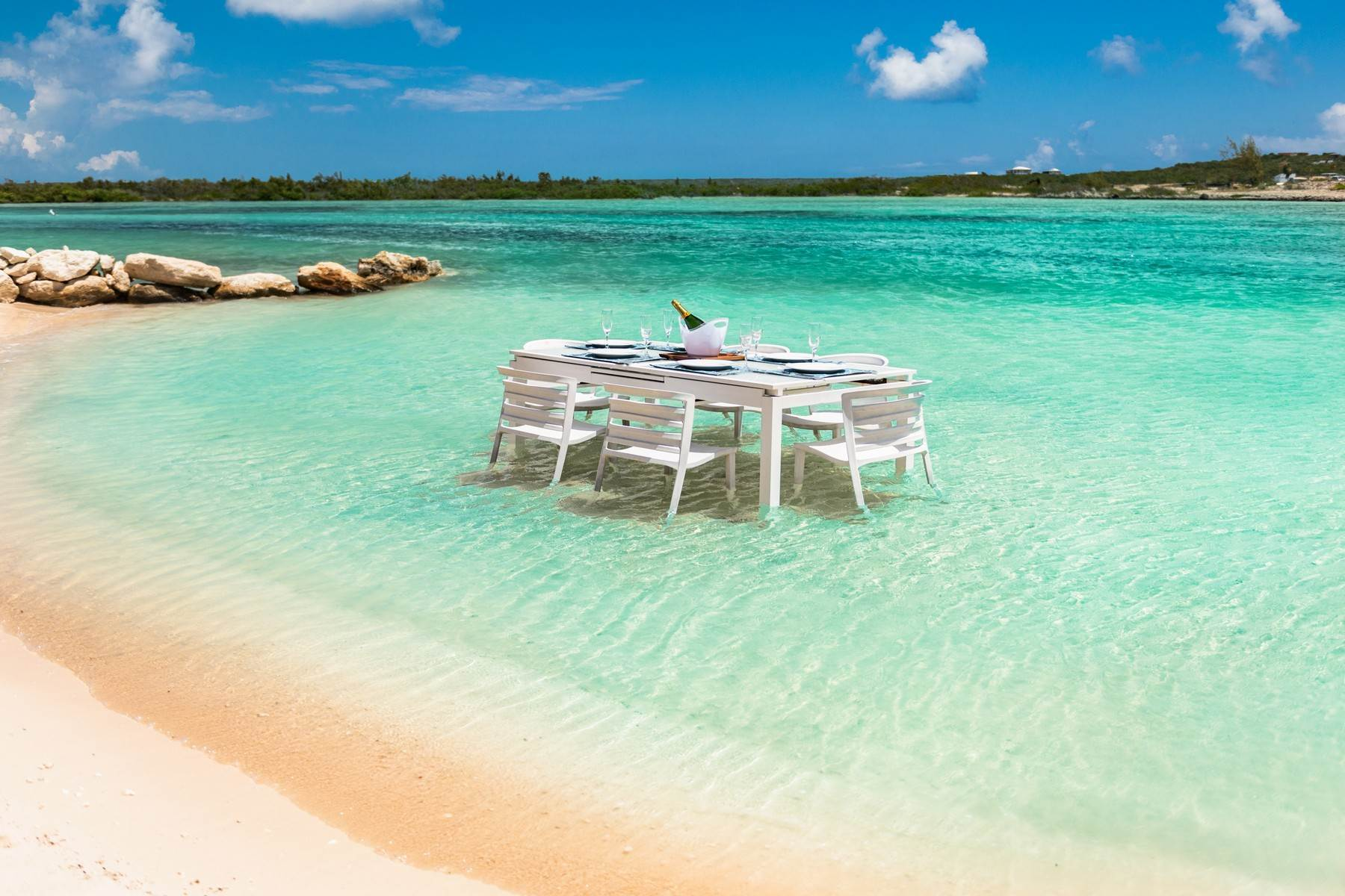 32. Single Family Homes for Sale at Tip Of The Tail Villa Turtle Tail, Providenciales Turks And Caicos Islands