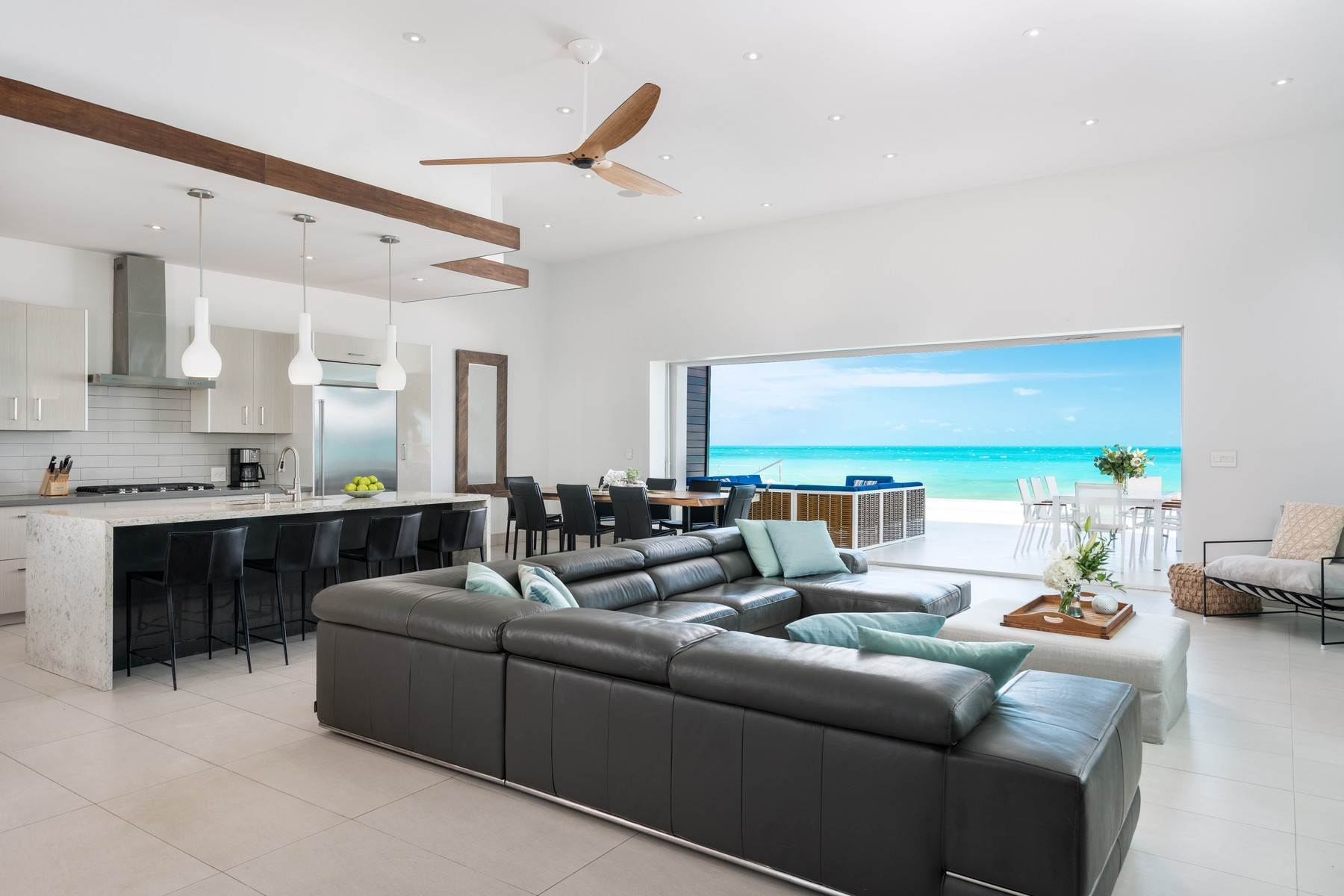 7. Single Family Homes for Sale at Tip Of The Tail Villa Turtle Tail, Providenciales Turks And Caicos Islands