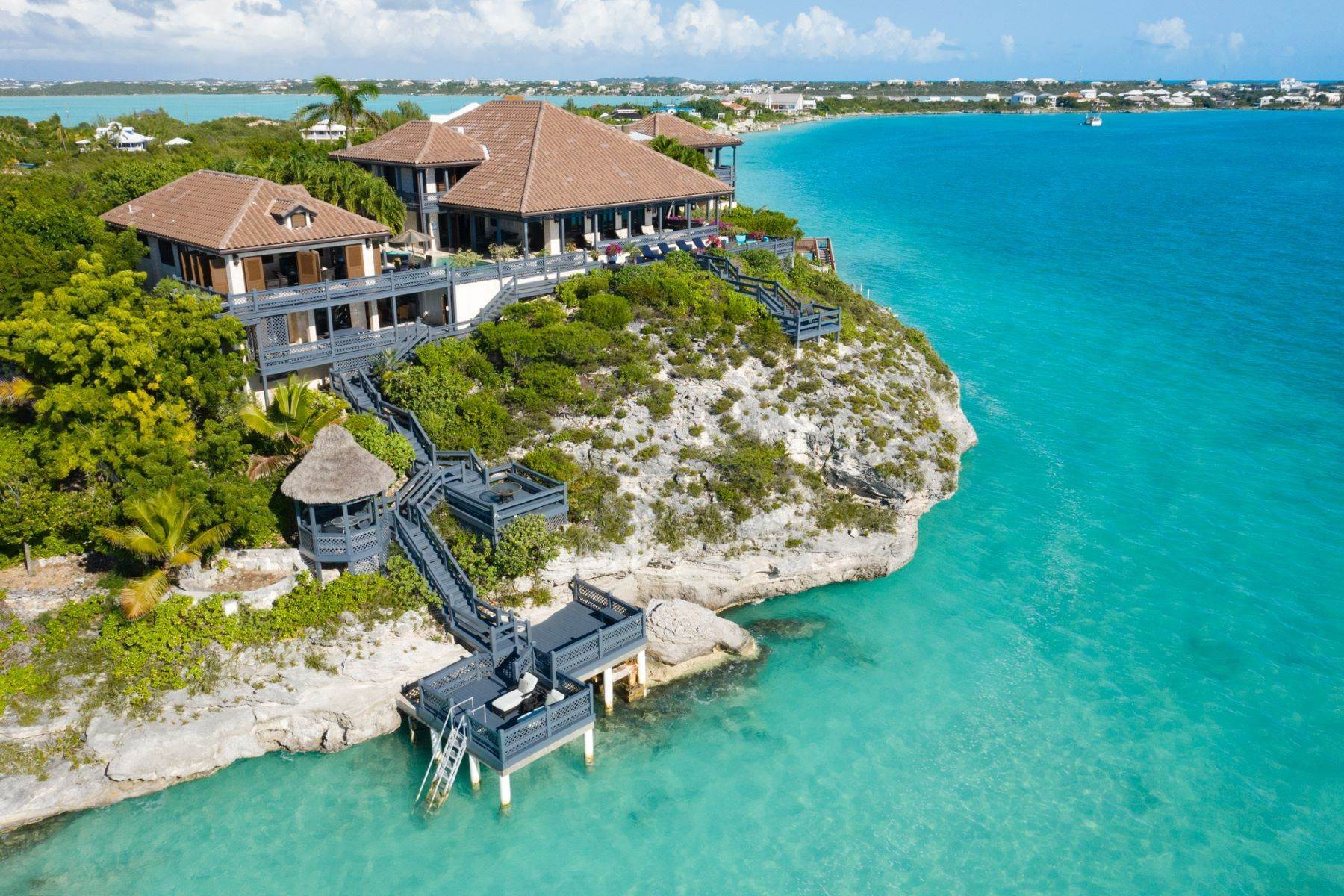 40. Single Family Homes pour l Vente à Villa Sea Cliff Sapodilla Bay, Providenciales Îles Turques-et-Caïques