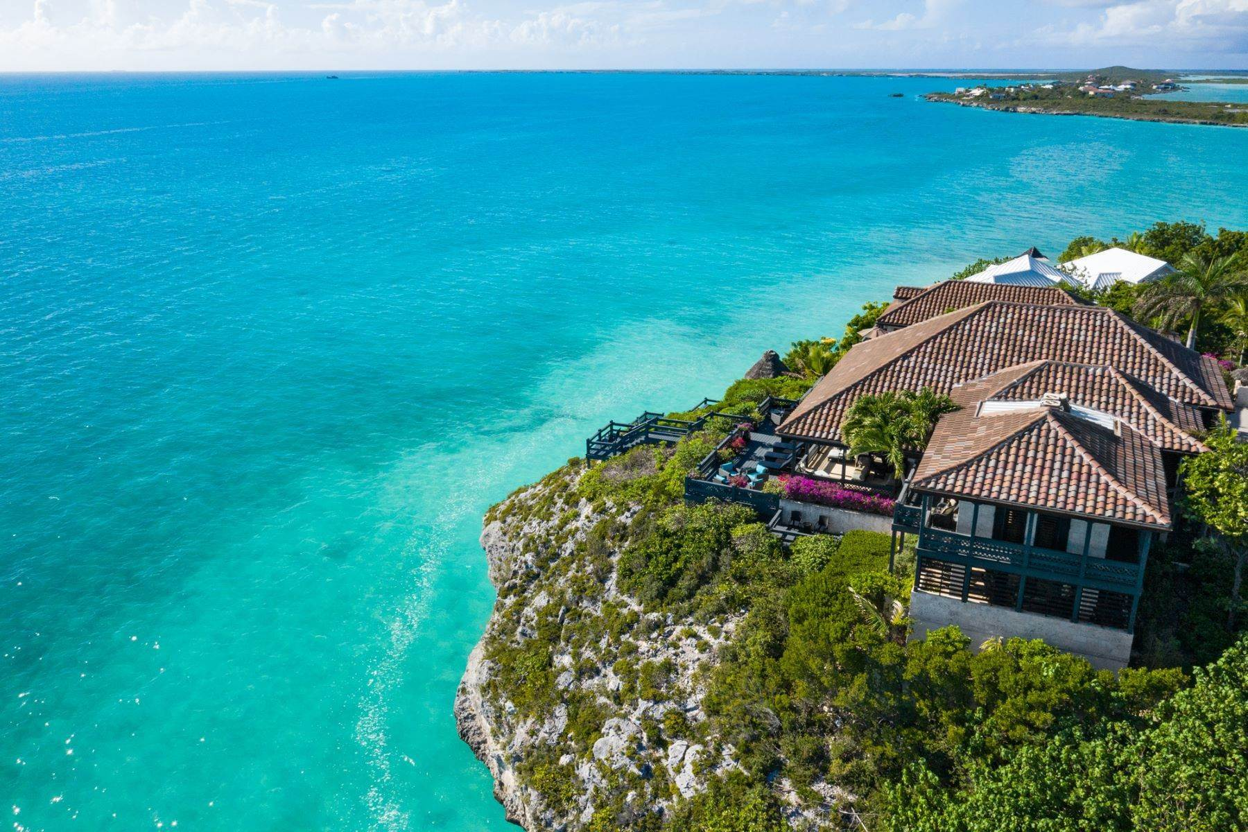 34. Single Family Homes pour l Vente à Villa Sea Cliff Sapodilla Bay, Providenciales Îles Turques-et-Caïques