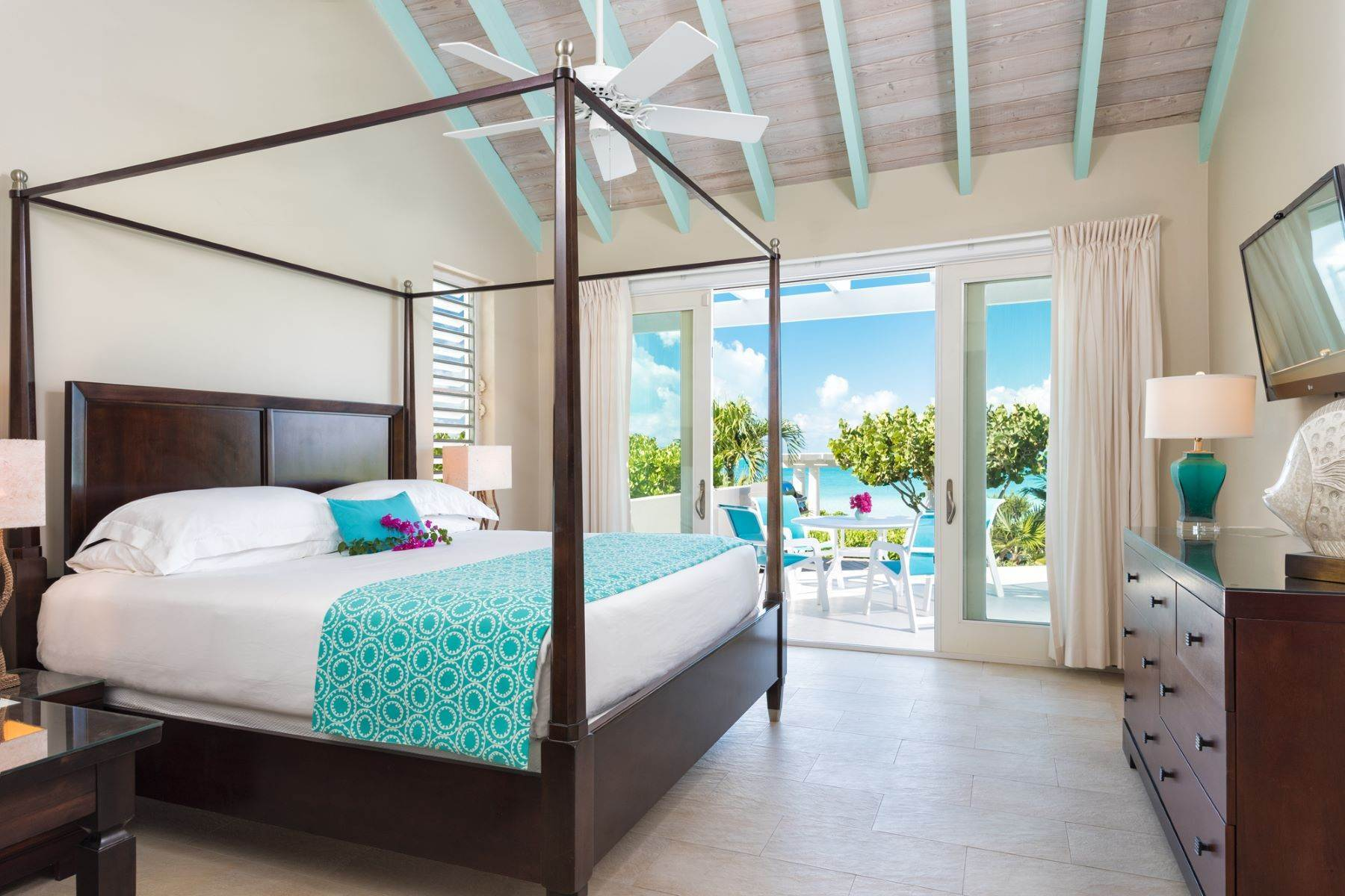 8. Single Family Homes for Sale at Sapodilla Bay, Providenciales Turks And Caicos Islands
