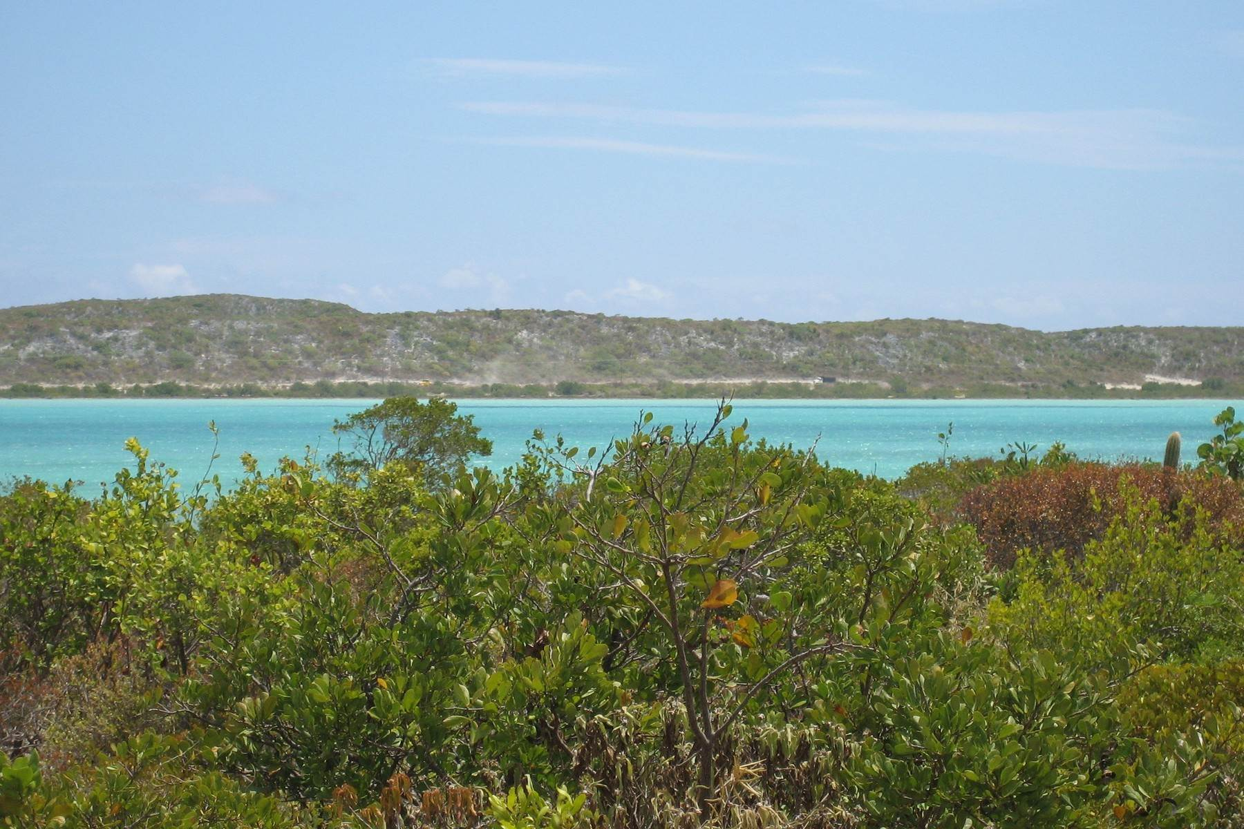 Terreno por un Venta en Vacant Land - Bell Sound Oceanfront Land Cockburn Harbour, South Caicos TCI BWI Islas Turcas y Caicos