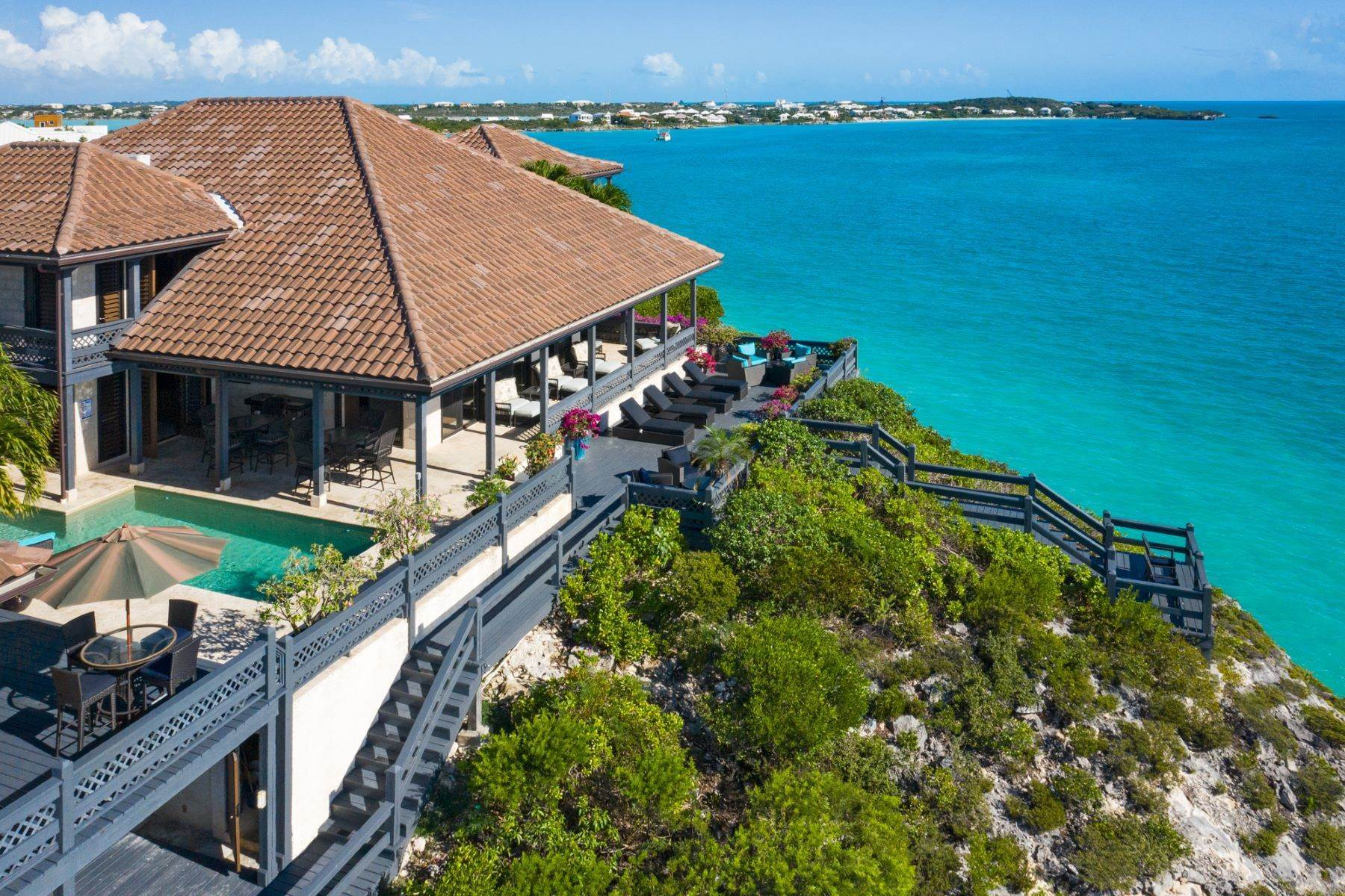 32. Single Family Homes pour l Vente à Villa Sea Cliff Sapodilla Bay, Providenciales Îles Turques-et-Caïques