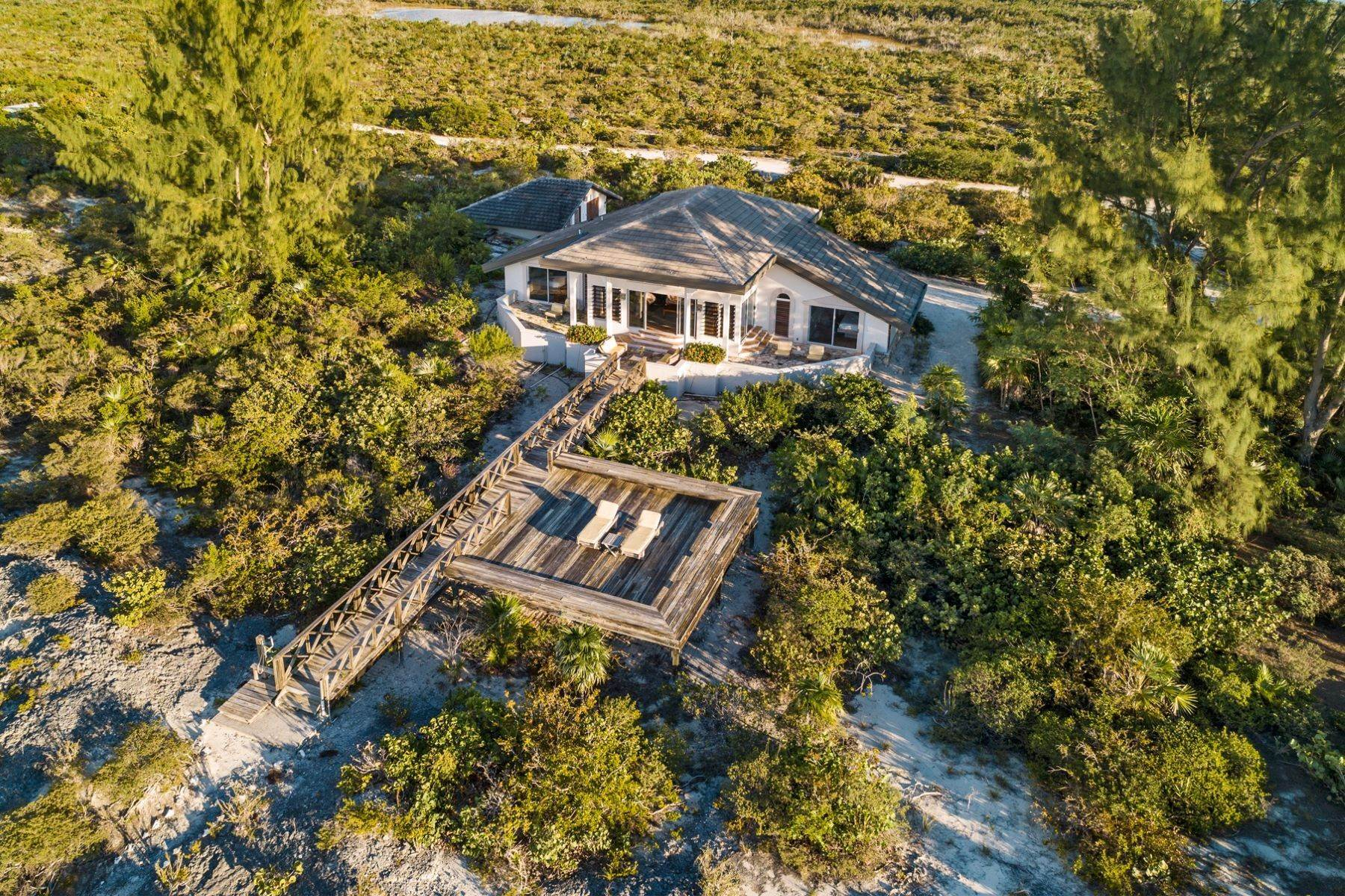 19. Single Family Homes for Sale at Casuarinas Cottage Pine Cay Pine Cay, Pine Cay TCI BWI Turks And Caicos Islands