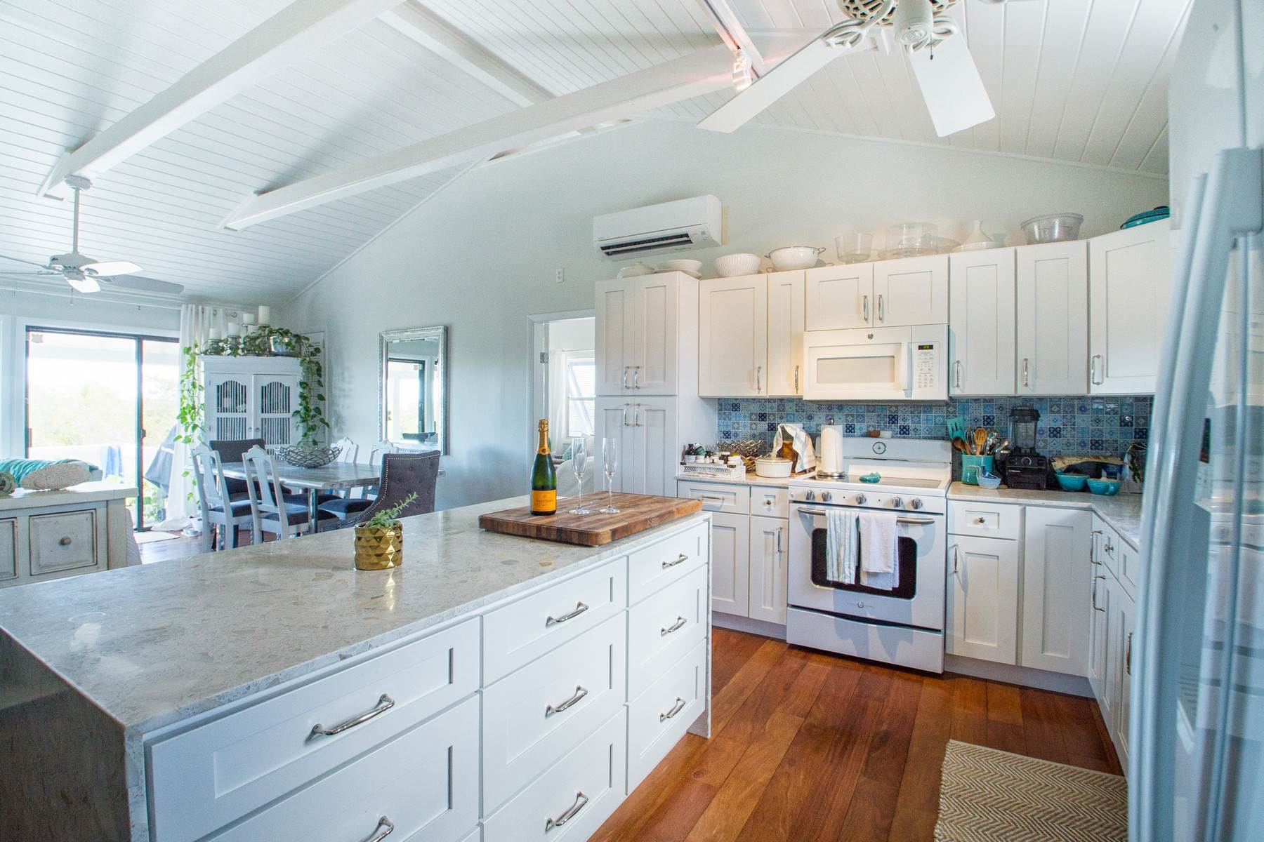 6. Single Family Homes for Sale at House on Crawfish Drive Discovery Bay, Providenciales Turks And Caicos Islands