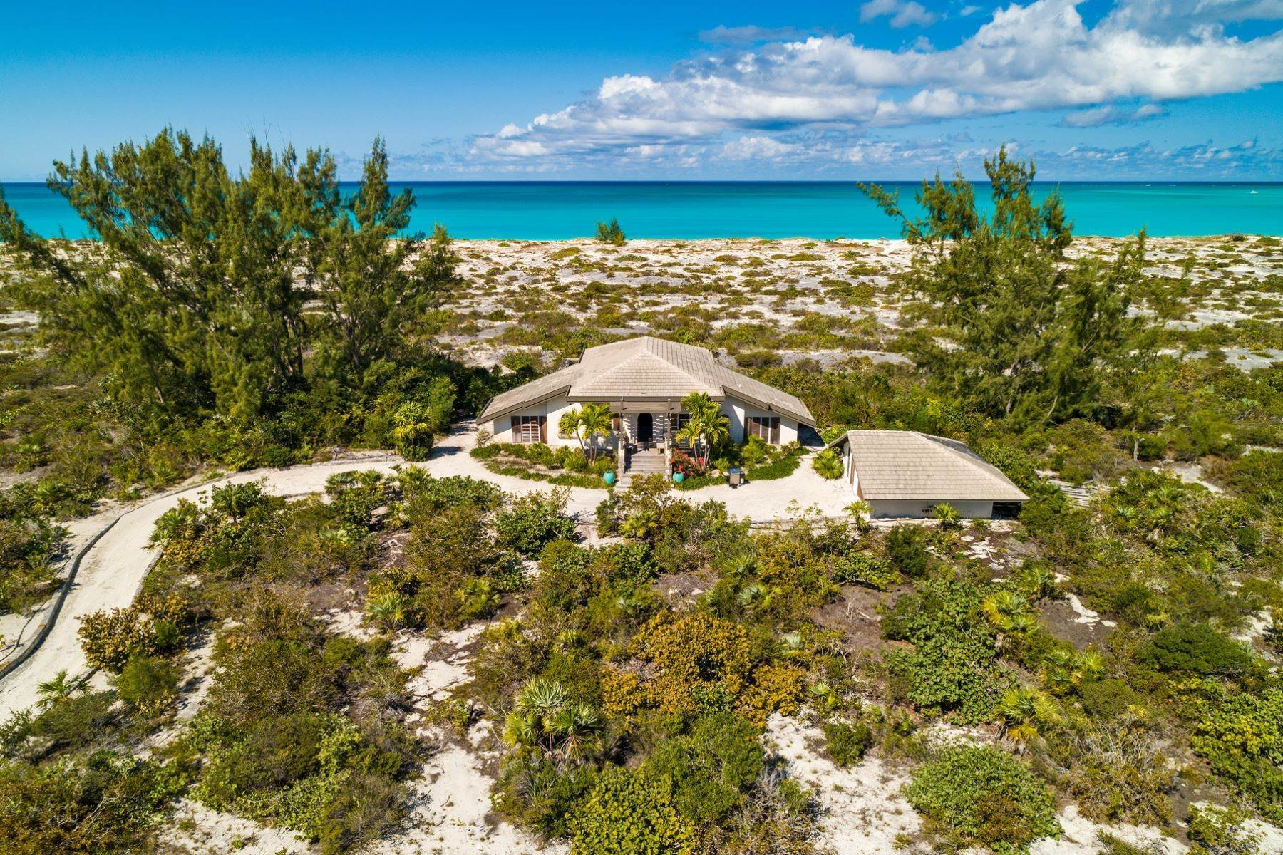 23. Single Family Homes for Sale at Casuarinas Cottage Pine Cay Pine Cay, Pine Cay TCI BWI Turks And Caicos Islands