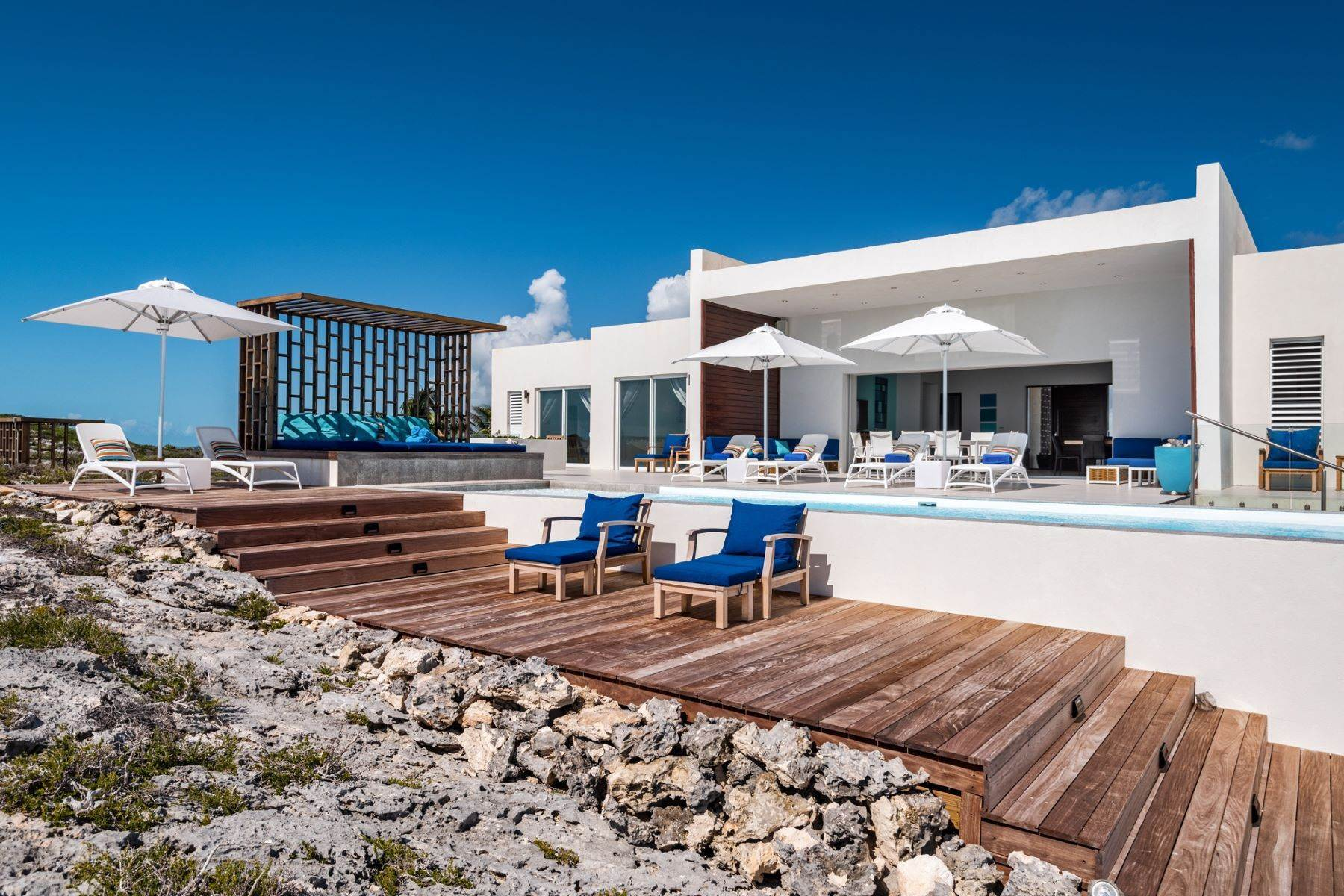 6. Single Family Homes for Sale at Tip Of The Tail Villa Turtle Tail, Providenciales Turks And Caicos Islands