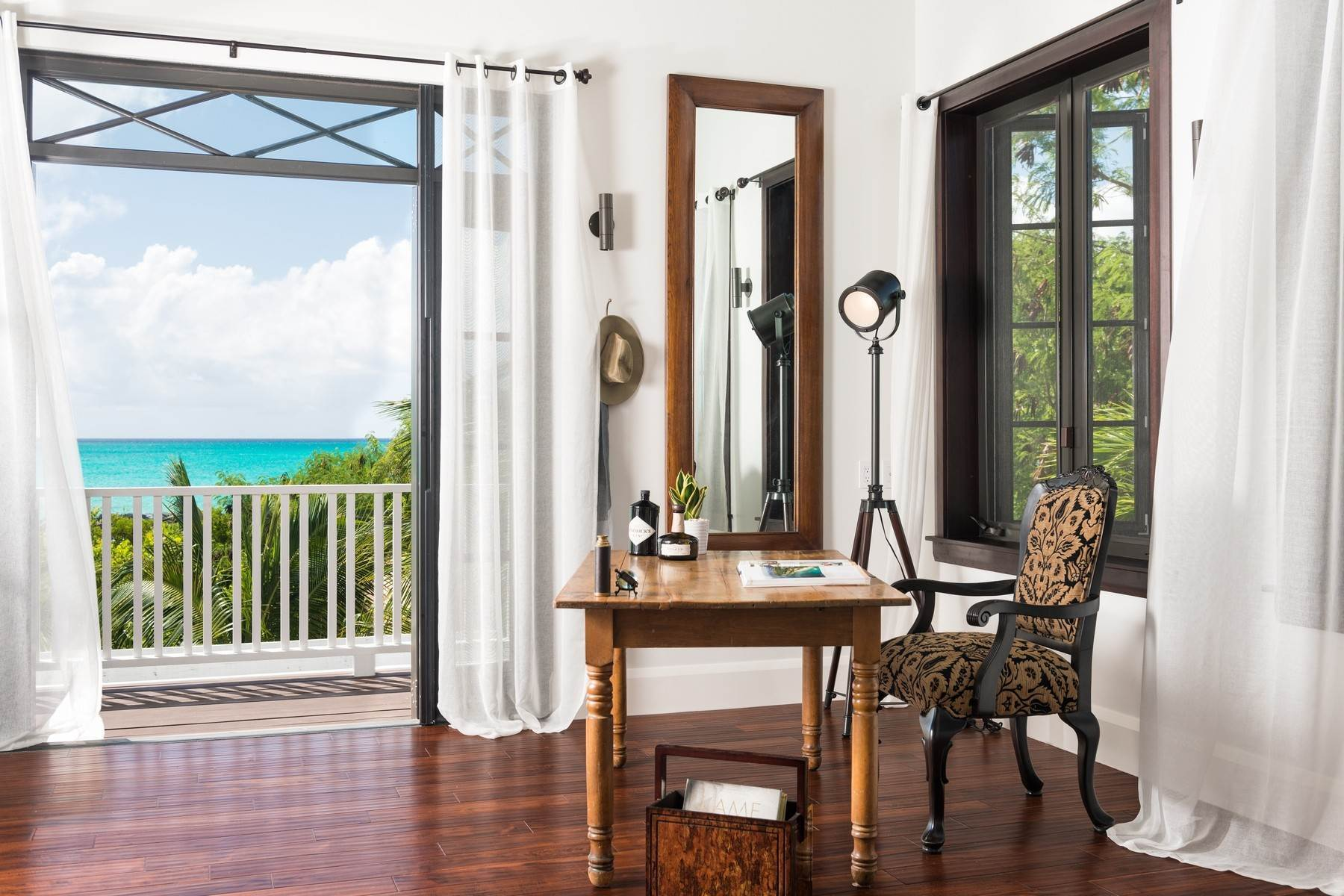 12. Single Family Homes at Saving Grace Vacation Rental 4 Tranquility Lane Grace Bay, Providenciales TC Turks And Caicos Islands